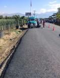 AĞIR YARALI - İzmir'de Araç Sollama Kazası Açıklaması 1 Ölü, 1 Ağır Yaralı