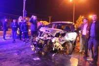 TİCARİ ARAÇ - Jandarma Aracı İle Hafif Ticari Araç Çarpıştı, 5 Yaralı