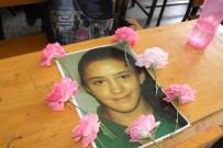 KARIN AĞRISI - Kalp Krizinden Ölen Kızın Arkadaşları Masasını Çiçeklerle Donattı