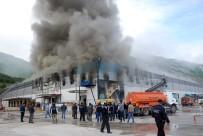 YANGINA MÜDAHALE - Marketler Zincirinin Bölge Deposundaki Yangın
