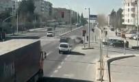 TİCARİ ARAÇ - Kocaeli'deki Trafik Kazaları MOBESE Kameralarına Yansıdı