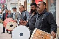BOZÜYÜK BELEDİYESİ - Ramazan Davulcuları Hünerlerini Sergiledi