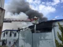 AHMET OKUR - Uşak'taki Fabrika Yangını Söndürüldü