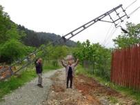 İÇME SUYU - Yaylacılar Devrilen Elektrik Direkleri Ve Yolları İçin Yardım Bekliyor