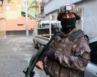 HÜKÜMLÜLER - Adana'da Aranan Şahıslara Özel Harekatlı Baskın