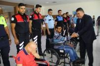 TEKERLEKLİ SANDALYE - Emniyet Müdürü Engellilere Tekerlekli Sandalye Hediye Etti