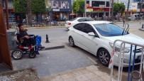ENGELLİ VATANDAŞ - Engelli Geçidine Parkeden Araç Sürücüsü Engelli Vatandaşı Çileden Çıkardı