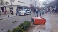 ELEKTRİK KABLOSU - Fren Yerine Gaza Basan Sürücü Trafoya, Banka Ve Aydınlatma Direğine Çarptı