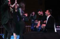 MATEMATIK - İmera Konserinde Sevgilisine Sahneden Evlenme Teklif Etti