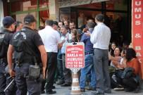 POLİS MÜDAHALE - İzinsiz Gösteriye Polis Müdahalesi Açıklaması 18 Gözaltı