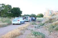 ZEYTINLIK - İzmir'de Zeytinlik Alanda Erkek Cesedi Bulundu