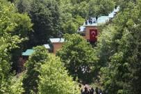 ÇEVİK KUVVET - Kaçak Bungalovları Yıktırmamak İçin Çatıya Çıktılar