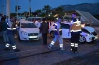 MİMAR SİNAN - Manisa'da Trafik Kazası Açıklaması 3 Yaralı