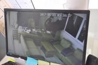 MEHMET KAYA - Maskeli Hırsızlar 200 Kiloluk Çelik Kasayı Böyle Çaldı