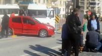 ÖĞRENCİ SERVİSİ - Okul Servisi Otomobile Çarptı Açıklaması  1 Yaralı