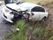 Otomobiller Çarpıştı Açıklaması 2 Yaralı