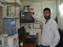HIRSIZ - Uyanık Hırsız Kayıt Cihazını Çaldı Ama Başka Bir Güvenlik Kamerasına Yakalandı