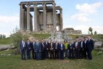 EFES - Valiler Aizonai Antik Kenti'ne Hayran Kaldı