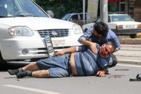 TRAFİK ÖNLEMİ - Yayaya Çarpan Sürücünün Oğlu Yaralının Başından Ayrılmadı