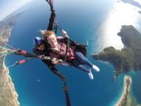 KEMAL ÖZTÜRK - Yürüme Engelli İngiliz Turist Babadağ'dan Uçtu