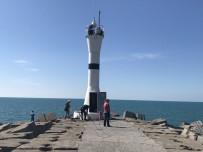 DENİZ FENERİ - Akçakoca'da Meteoroloji Bakım Yapıyor