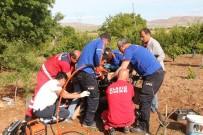 FıRAT ÜNIVERSITESI - Ayakları Çapa Makinesine Sıkışan Şahsı Ekipler Kurtardı