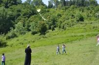ATATÜRK İLKOKULU - Bartın'da Öğrenciler Uçurtma Şenliğinde Buluştu