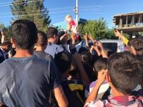 Başkan Gülenç, Mahallede Çocuklara Oyuncak Dağıttı