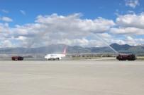 ERZURUMSPOR - BB. Erzurumspor'a Havalimanında Coşkulu Karşılama