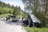 YOLCU OTOBÜSÜ - Bolu'da Yolcu Otobüsü Dereye Uçtu Açıklaması 7 Yaralı
