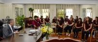 DICLE ÜNIVERSITESI - Emniyet Müdürü Çalışkan Diyarbakır'dan Gelen Öğrencileri Kabul Etti