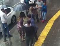 KADINA ŞİDDET - Erkeği dövemedi kadına saldırdı