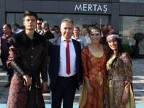 BASIN MENSUPLARI - Körfezin En Büyük Seramik Mağazası Edremit'te Açıldı
