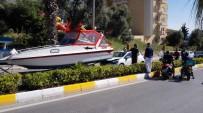 EFES - Kuşadası'nda Bulvarda Seyir Halindeki Bir Otomobile Yat Çarptı