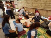 FOLKLOR - Şehit Feyzullah Taşkınsoy Ortaokulunda Kermes Şenliği