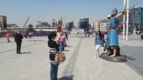 Taksim Meydanı'nda 'Okçu' Heykelleri