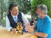 SOSYAL SORUMLULUK PROJESİ - Vedat Murat Güzel, Yılın Komedi Oyuncusu Seçildi