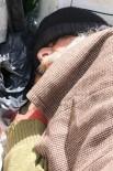 HASTANE - Verem Ve Astım Hastası Adam 5 Aydır Sokakta Yaşıyor
