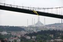 İSTANBUL EMNİYET MÜDÜRLÜĞÜ - 15 Temmuz Şehitler Köprüsü'ne Fenerbahçe Bayrağı Asıldı