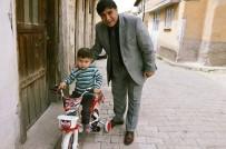 Belediye Başkanı Mustafa Koca, Yetim Çocuğun Bisiklet İsteğini Yerine Getirdi