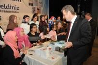ŞEHIR TIYATROLARı - Gaziosmanpaşalı Genç Yazarlar, İmza Töreninde Eserlerini İmzaladı