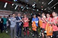 BASıN İLAN KURUMU - Halı Saha Turnuvasının Şampiyonu Şöhretler Takımı Oldu