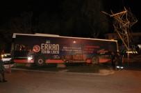 YÜKSEK GERİLİM HATTI - Halk Otobüsü Yüksek Gerilim Hattına Çarptı Açıklaması Faciadan Dönüldü