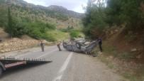 DİREKSİYON - Kamyonet Takla Attı Açıklaması 2 Yaralı
