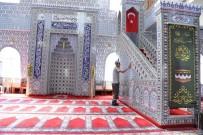KONYAALTI BELEDİYESİ - Konyaaltı'nda Cami Ve Mescitlerde Temizlik
