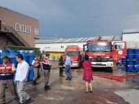 YANGINA MÜDAHALE - Kozmetik Fabrikasında Çıkan Yangın Korkuttu