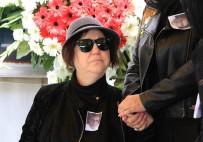 NAZAN ÖNCEL - Nazan Öncel eşinin cenazesinde saf tuttu