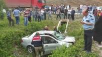 ERCAN YILMAZ - Otomobil Kanala Uçtu Açıklaması 1 Ölü, 3 Yaralı