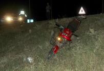 SAĞLIK EKİPLERİ - Otomobil Motosiklete Çarpıp Kaçtı Açıklaması 1 Ölü