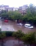 SEL FELAKETİ - Otomobiller Sel Sularına Kapıldı